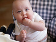 Early weaning at age 4 to 5 months is associated with reduced risk of atopic dermatitis