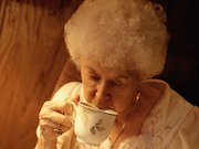 Individuals who consume hot tea daily may have a lower risk of developing glaucoma