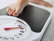 Different weight loss patterns are observed following Roux-en-Y gastric bypass and laparoscopic adjustable gastric banding