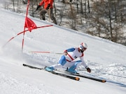 The use of helmets may not protect alpine sports participants from traumatic brain injury