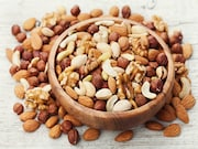 Increasing daily consumption of nuts is associated with less long-term weight gain and a lower risk for obesity in adults